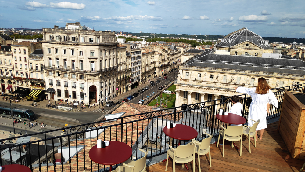 terrasse du https://bordeaux.intercontinental.com/ intercontinental bordeaux en famille avec enfant grand hôtel bordeaux