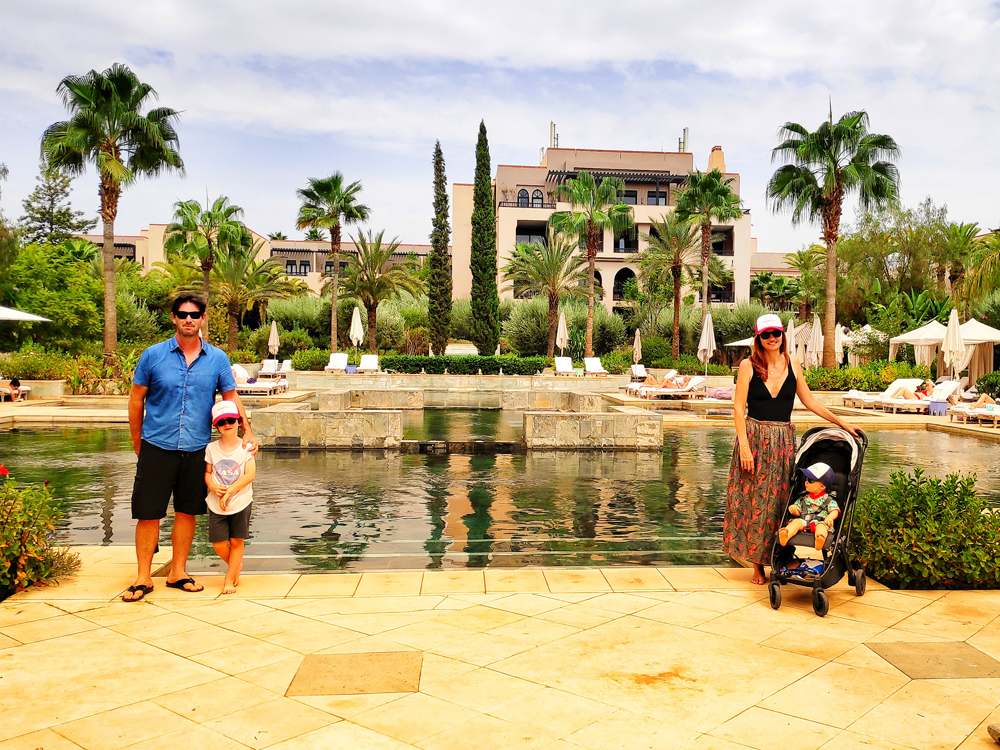 marrakech en famille avec des enfants pool four season marrakech